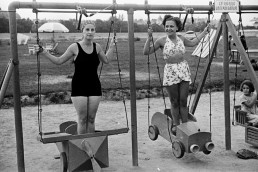 1936. Szeged, partfürdő.  Olthy Magda és Mezey Mária színművésznők.