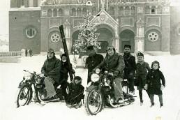 1939. Szeged,  Dóm tér. Háttérben a Fogadalmi templom.