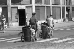 1973. Szeged, Somogyi utca, balra a Kárász utca torkolata.