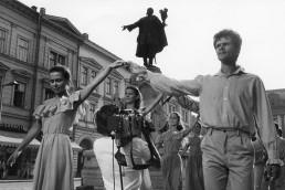 1980. Szeged, Klauzál tér. Háttérben Kossuth Lajos szobra. Zene-tánc-zene, Jugoszláv - magyar koprodukciós műsor felvétele..