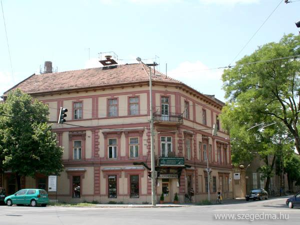 e5b2c5b7f1 Miközben a városvezetés kommunikációja szerint Szeged sohasem látott  ütemben fejlődik, sokak megdöbbenésére egyre több építészeti, kultúr- és  ipartörténeti ...