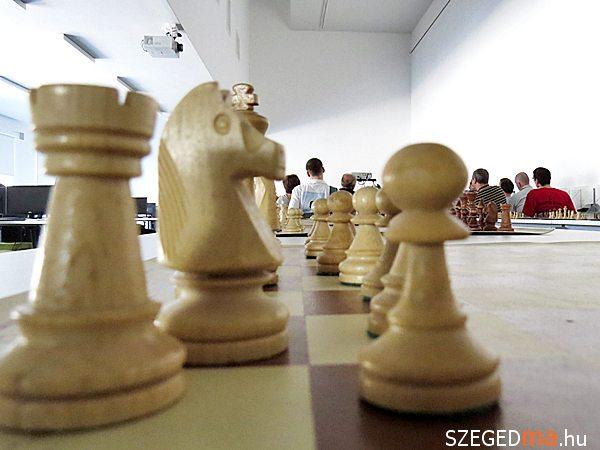 sakk_kerekasztal01_gs