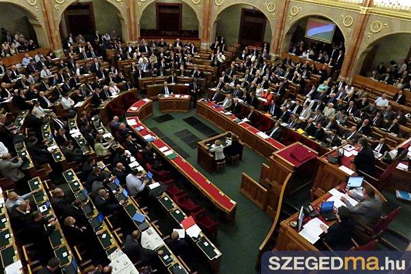 parlament_36_gs