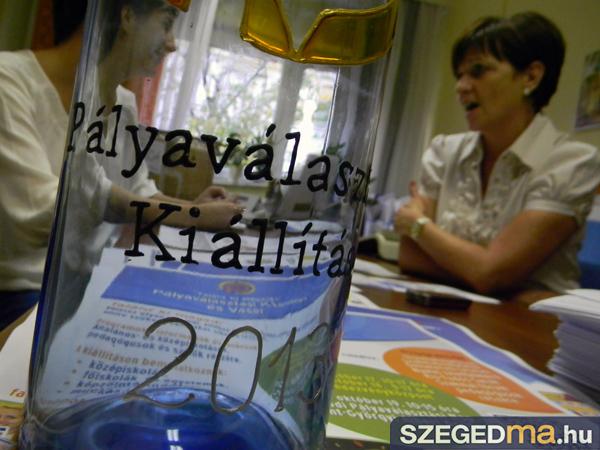 SZS20131010_palyavalasztasi_kiallitas_003