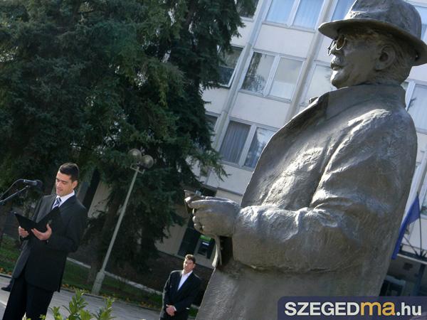 SZS20131023_unnepi_koszoruzas_zaszlofelvonas_044