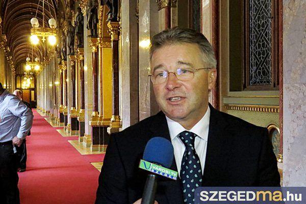 bnagy_laszlo_parlament_14_gs