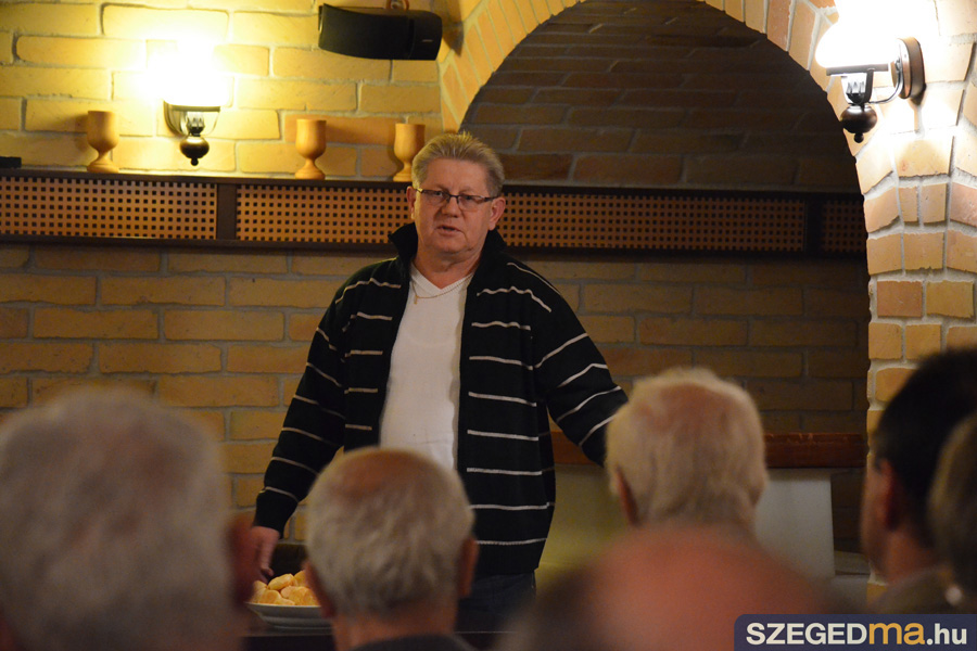 SZS20140128_veteran_labdarugok_kozeleti_kavehaz_010