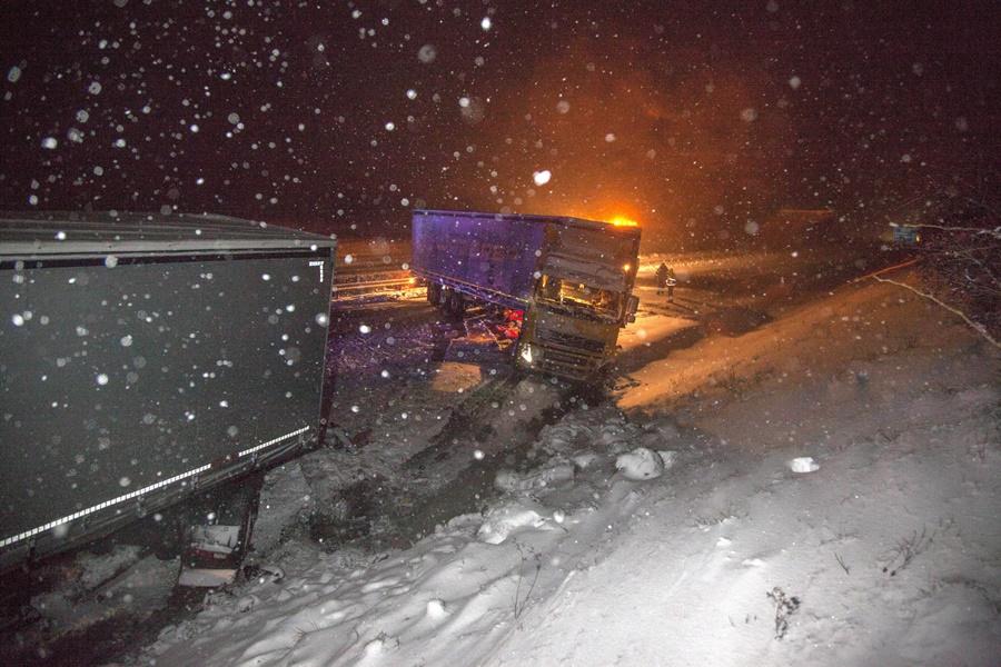 Havazás - Kamionok ütköztek össze az M7-es autópályán