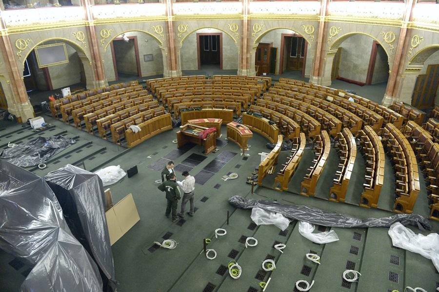 Az Országház alsóházi üléstermének átalakítása