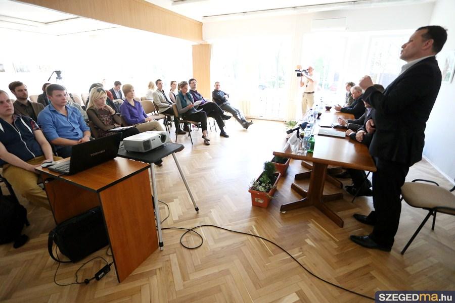 politologus_konferencia06_gs