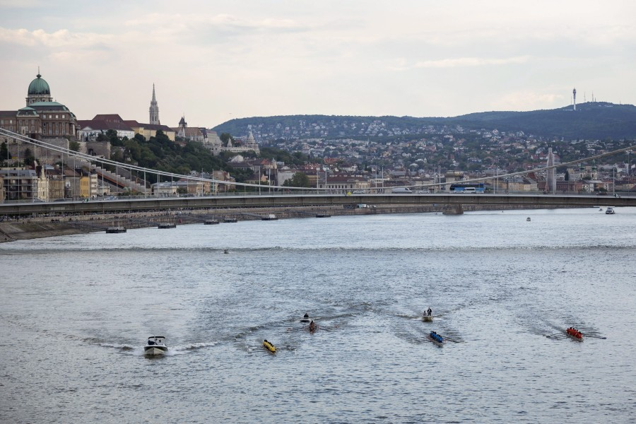 Dunai Regatta egyetemi evezõsverseny Budapesten