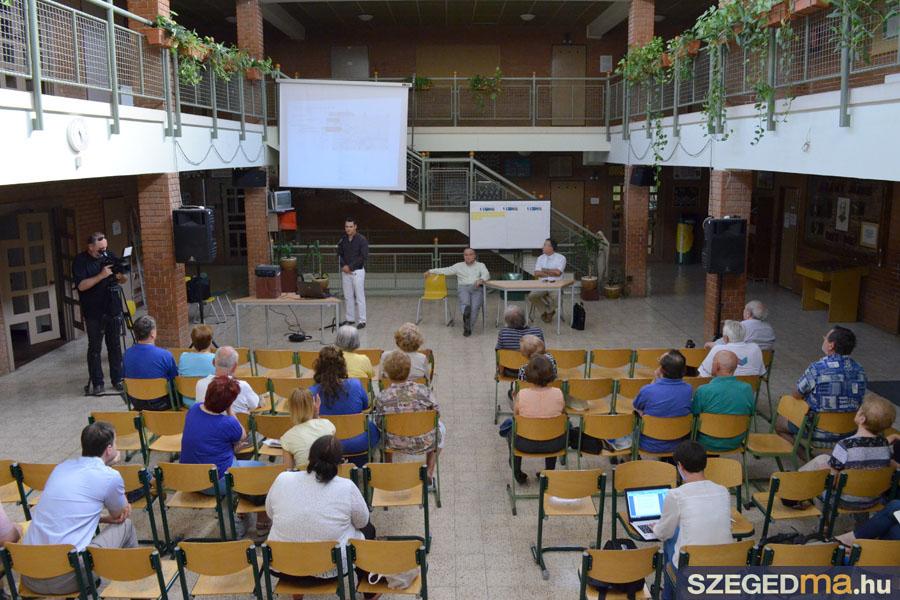 SZS20140618_franciahogyi_lakossagi_forum_006