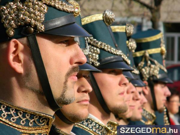 SZS20131023_unnepi_koszoruzas_zaszlofelvonas_037