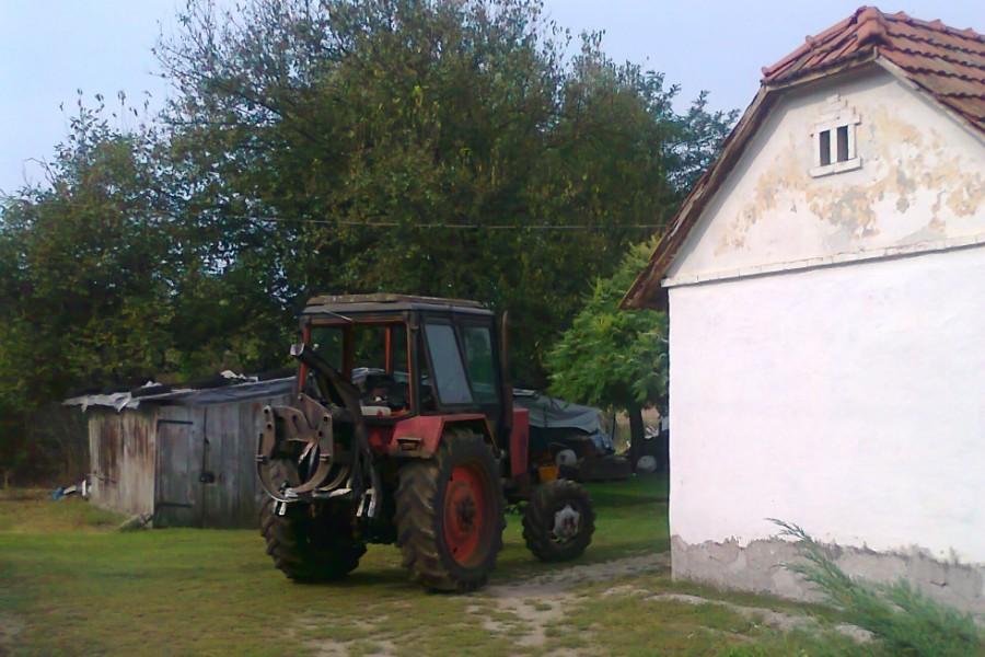 traktor_ruzsa_police