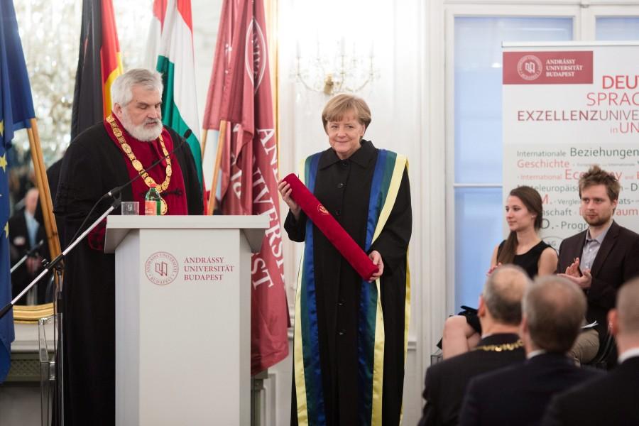 MERKEL, Angela; Szabó Gábor;  Angela Merkel német kancellár látogatása az Andrássy Egyetemen.