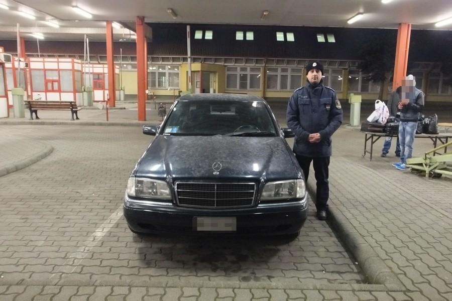 lopott_mercedes_nagylak_police