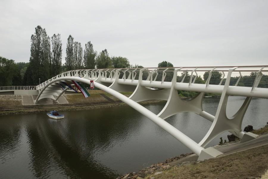 Új hidat avatnak Baján