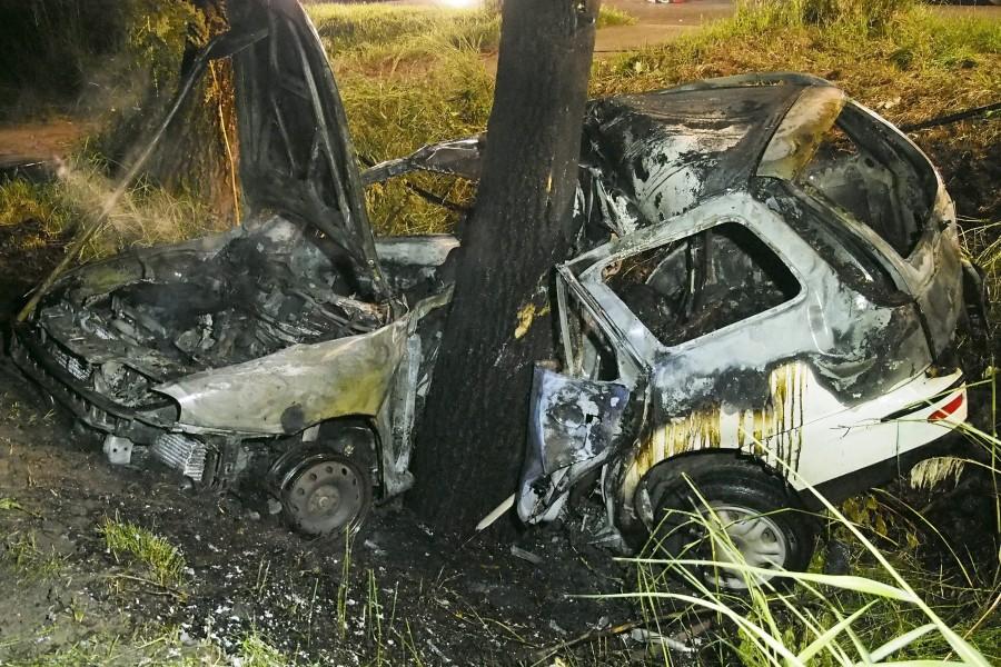 Fának csapódott egy autó Felgyõ közelében