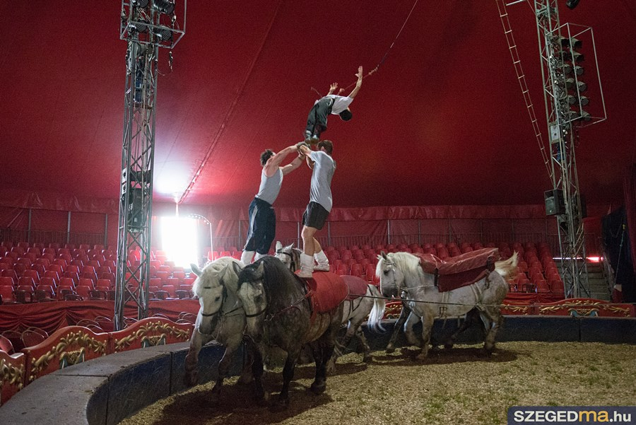 cirkusz04kf