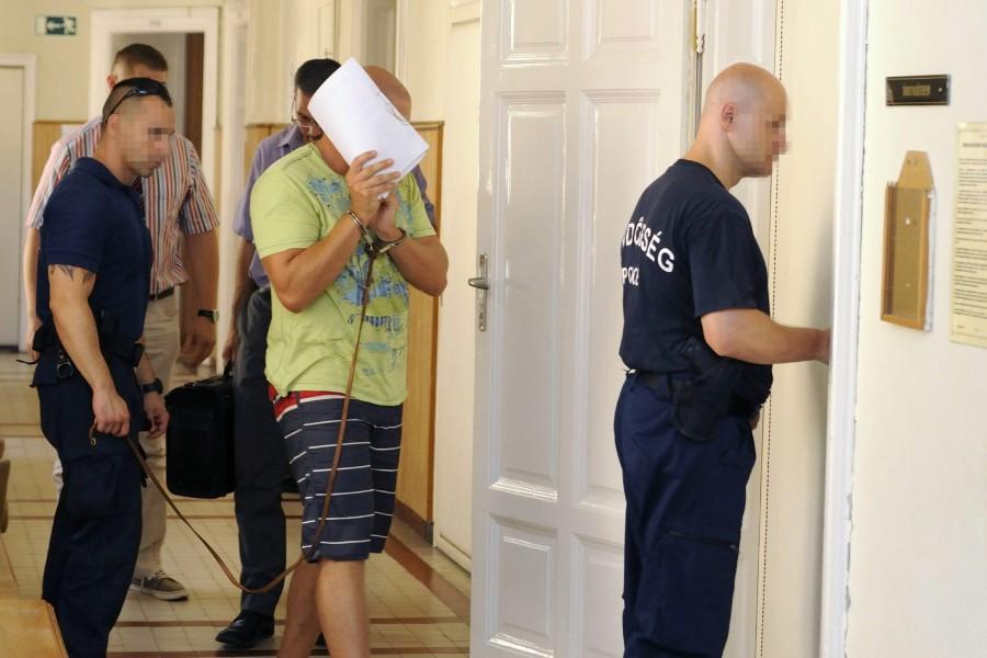 Elrendelték a meggyanúsított volt börtönõr elõzetes letar