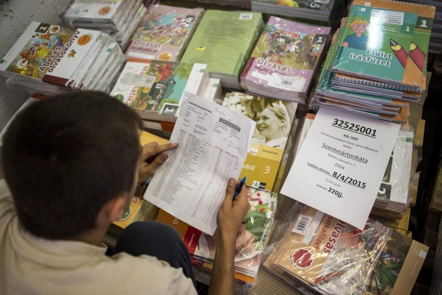 Megkezdõdött a tankönyvek kiszállítása az iskolákba
