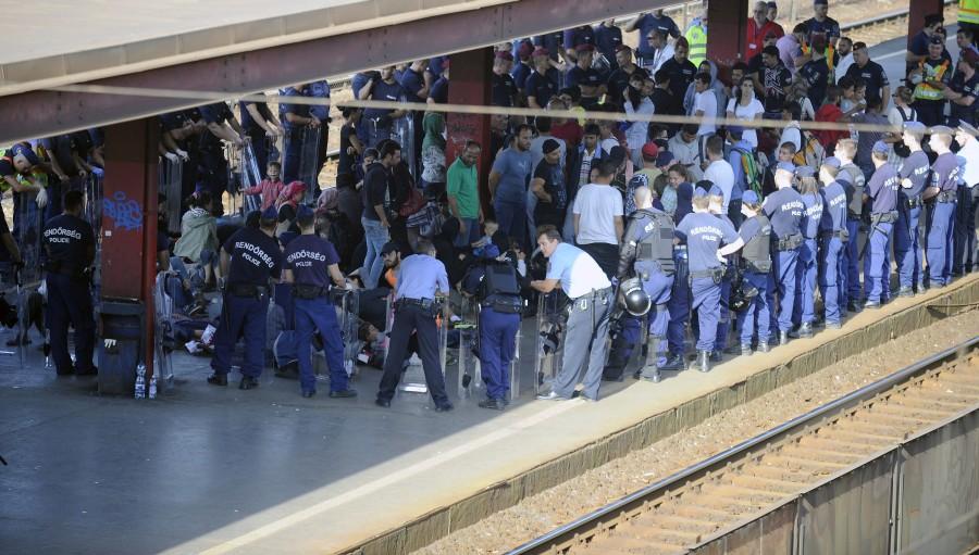 Illegális bevándorlás - A síneknél tiltakoztak migránsok K