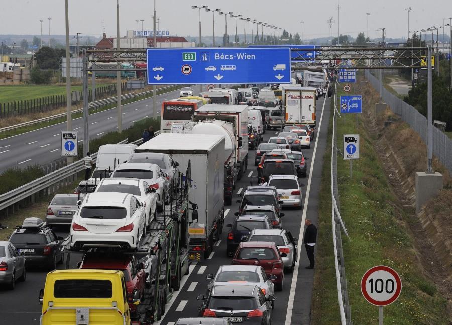 Illegális bevándorlás - Lezárták az M1-es autópálya orsz?