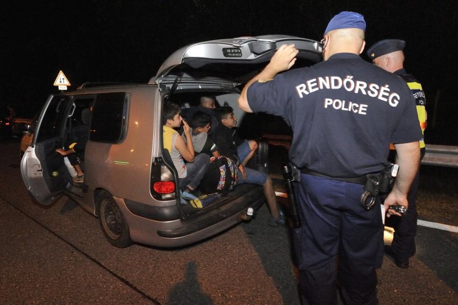 Illegális bevándorlás – Embercsempészeket fogtak el Csongr