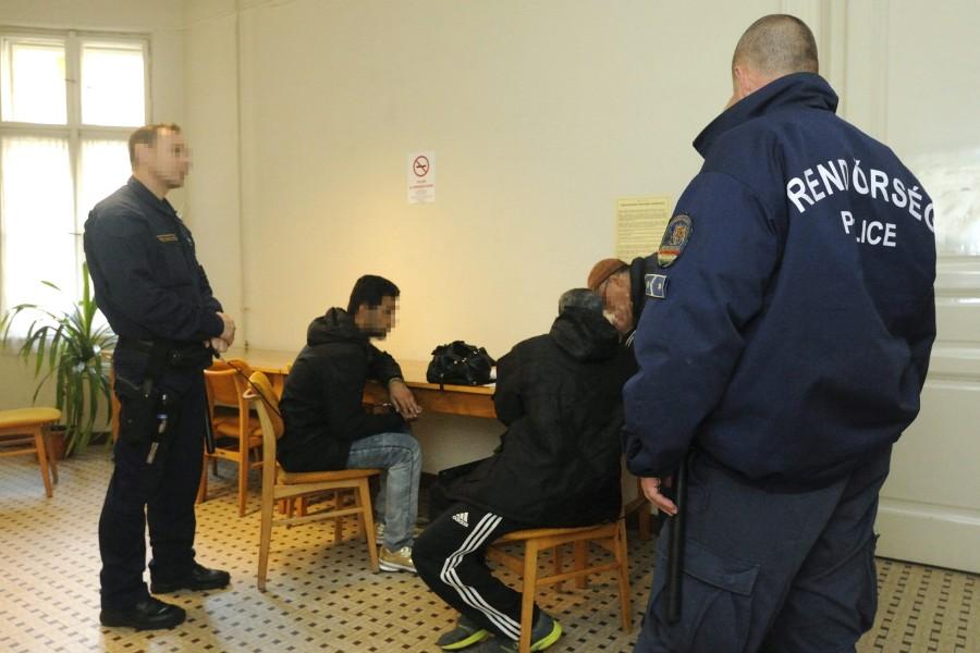 Illegális bevándorlás - Elõzetes letartóztatásba kerültek