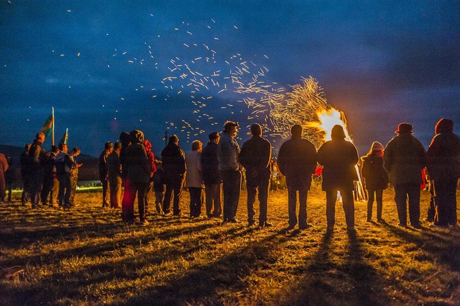Több száz helyszínen gyújtottak õrtüzet Székelyföld önk