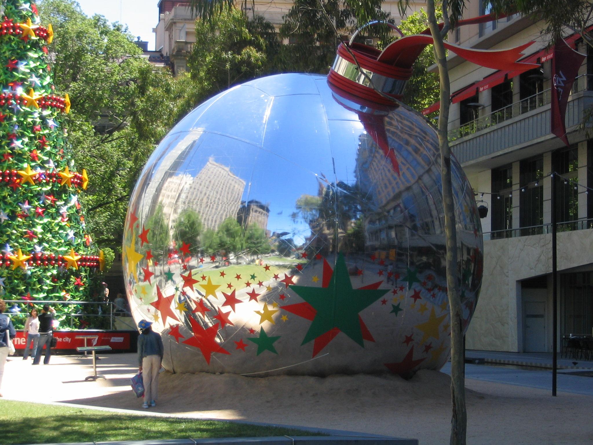 Giant_christmas_ball