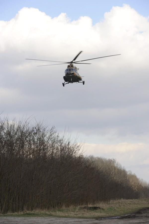 Illegális bevándorlás - Magyar katonai helikopter a szerb hat