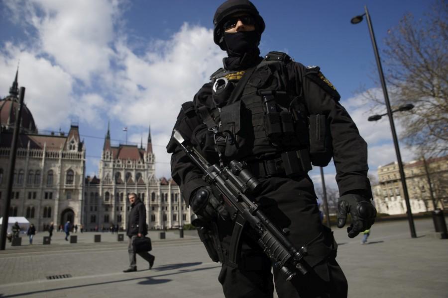 Brüsszeli robbantások - Kettes fokozatú terrorkészültséget