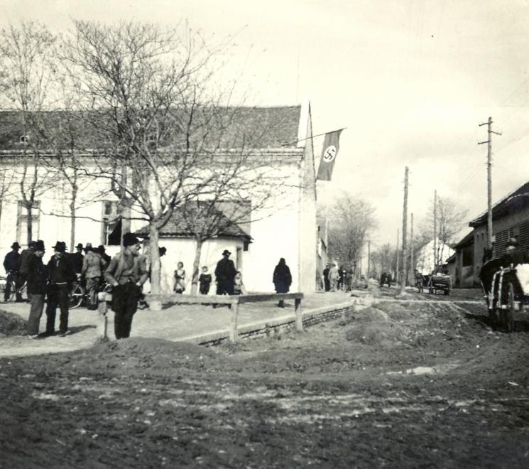 delvidek_bevonulas_becsakai_falu_hororgkereszteszaszlo_1941