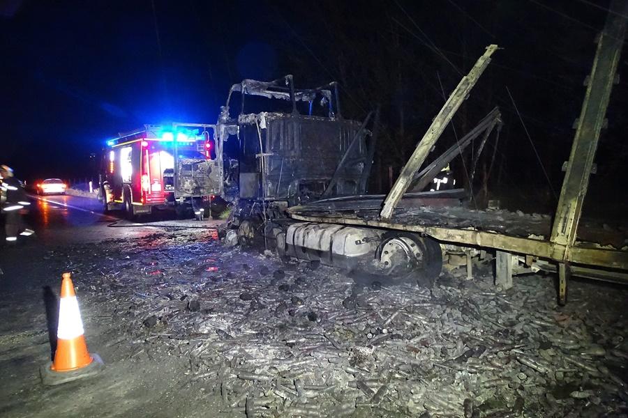 Kigyulladt egy kamion az M5-ös autópályán Petõfiszállásn?