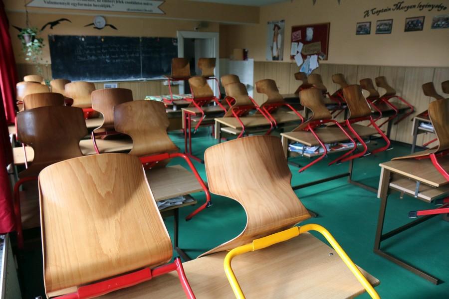 Pedagógussztrájk - Tiltakozó tanárok a miskolci Herman Ottó