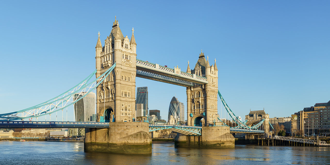 Tower_Bridge_from_Shad_Thames