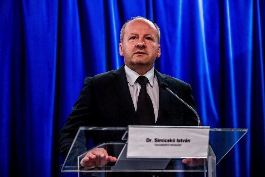 Benkõ Tibor; Simicskó István