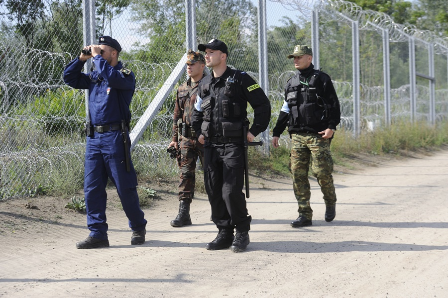 Illegális bevándorlás - Megkezdték szolgálatukat a lengyel