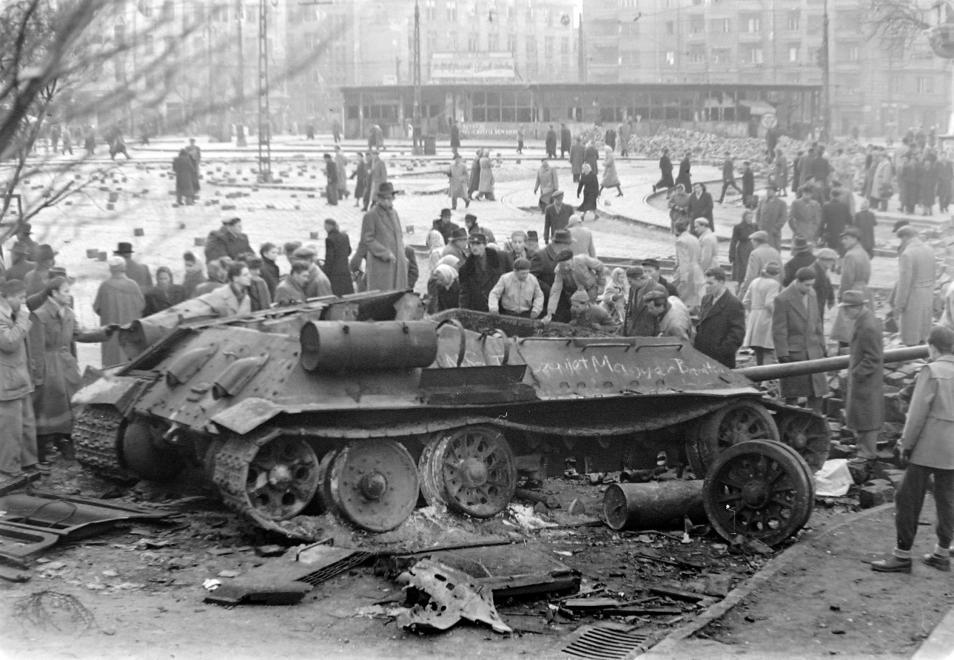 1956_tank_fortepan