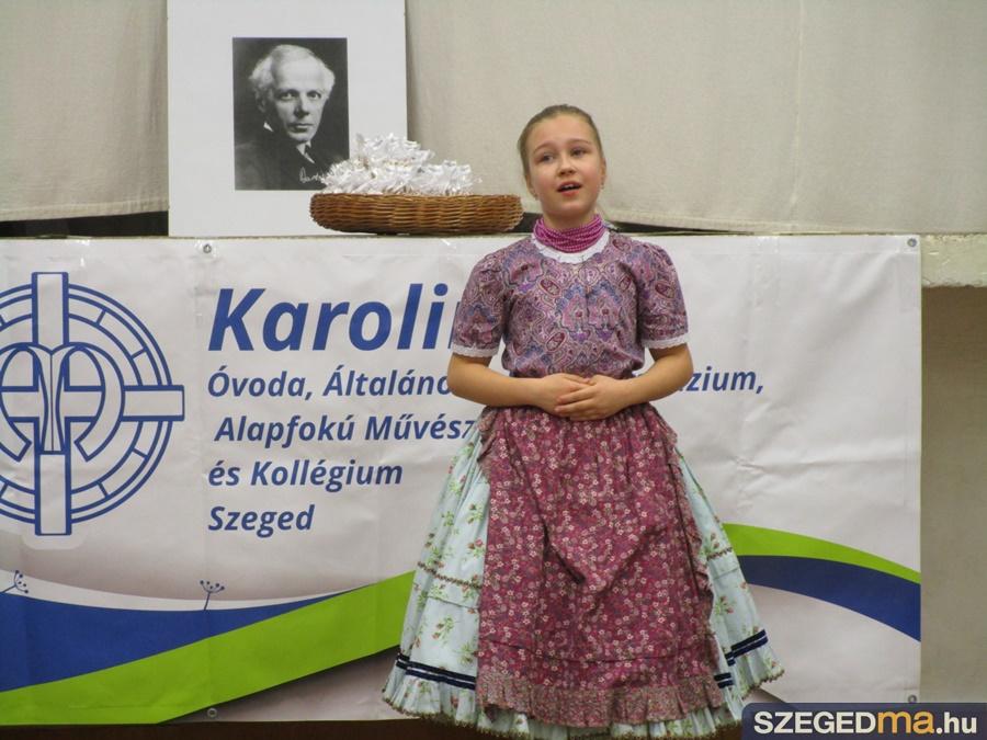 karolina_iskola_nepdalenklesi_verseny_014