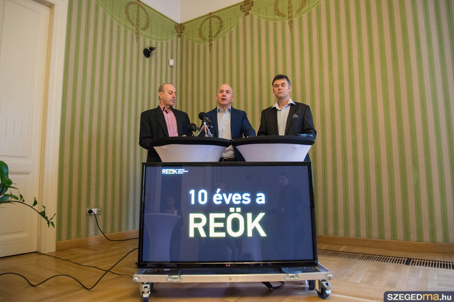 10_eves_a_reok008kf