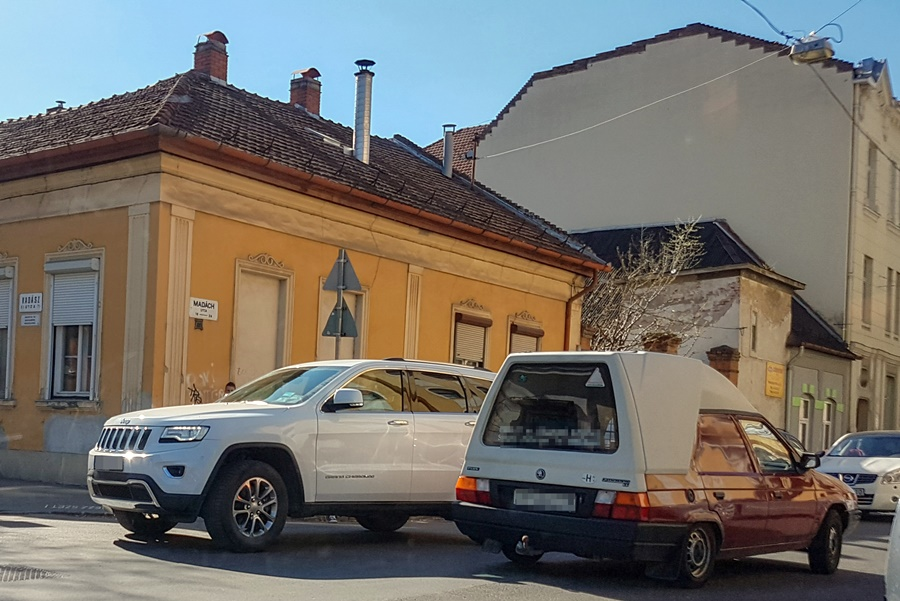 botka_luxusauto_ripost
