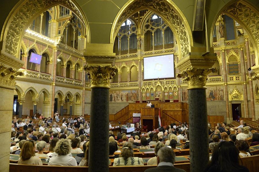 Családkonferencia az Országházban