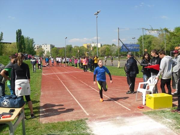 piarista_atletika_17-05-03