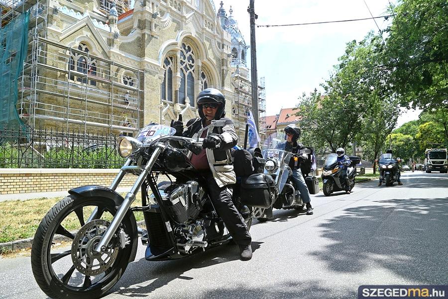 motorosok_zsinagoga02_gs