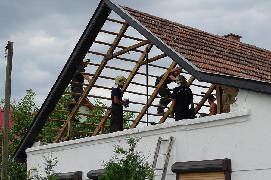 Vihar - Károkat okozott az erõs szél Csongrádban